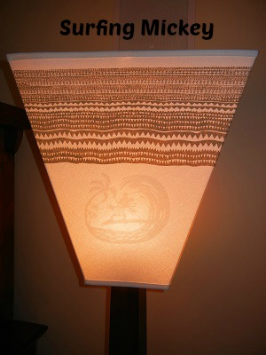 3-bedroom villa lamp with surfining Mickey