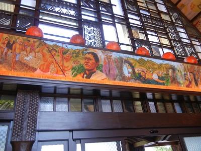 Men side in lobby