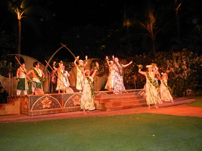 Starlit Hui dancers