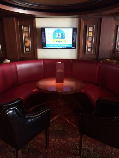 Plenty of cozy areas to hang out with new friends in the Crown and Fin on the Disney Wonder.