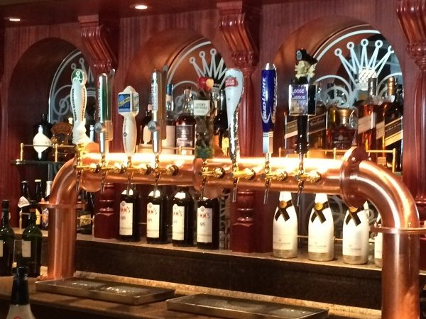 Lots of beverage options in the Crown and Fin on the Disney Wonder!