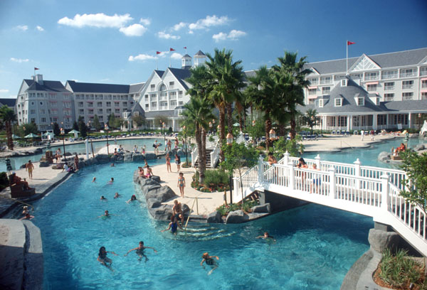 Rates at disney s yacht club resort the magic for less for Garden view rooms at disney beach club